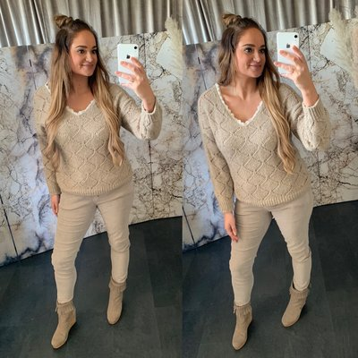 Merel Sweater V hals met lace rand - taupe