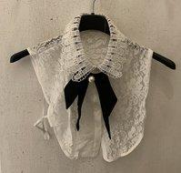 Kraagje offwhite lace/kant met strik