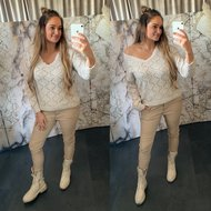 Merel Sweater V hals met lace rand - room